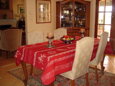 Reversible pique table cloth with embroidered olives