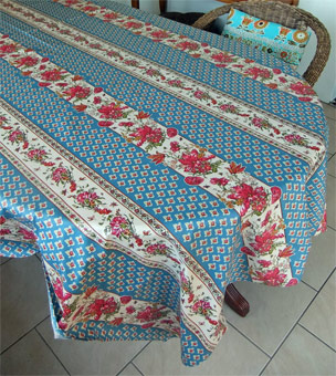 Right: Poppies Blue Rectoval Designtablecloth