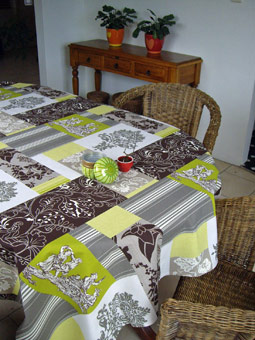 patch green and brown toile de Jouy tablecloth