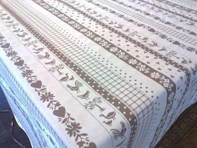 reversible tablecloth with chicken design beige
